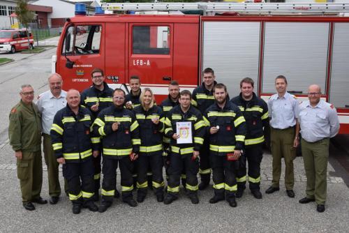 Nr.10 Die ausgezeichnete THL Gruppe mit dem Bewerter Team und Ehrenkommandant Johann Höllwirth